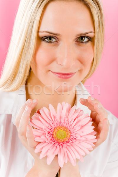 Foto stock: Romântico · mulher · manter · rosa · margarida · flor