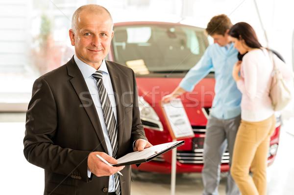 Portret sprzedawca samochodu detalicznej sklepu w średnim wieku Zdjęcia stock © CandyboxPhoto