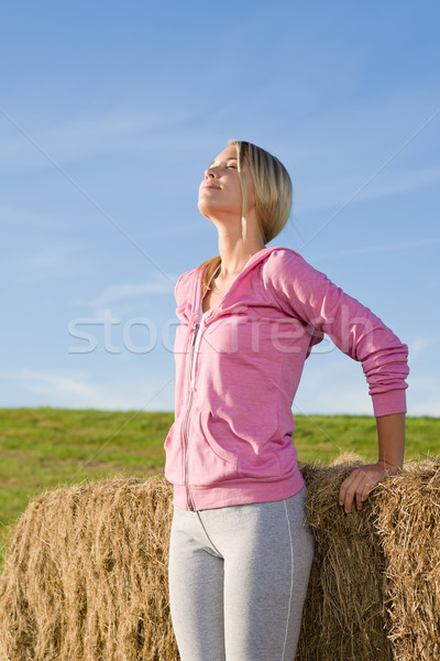 Jonge vrouw ontspannen zonsondergang portret hooi meisje Stockfoto © CandyboxPhoto