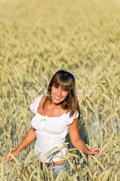 Szczęśliwy kobieta kukurydza dziedzinie cieszyć się wygaśnięcia Zdjęcia stock © CandyboxPhoto