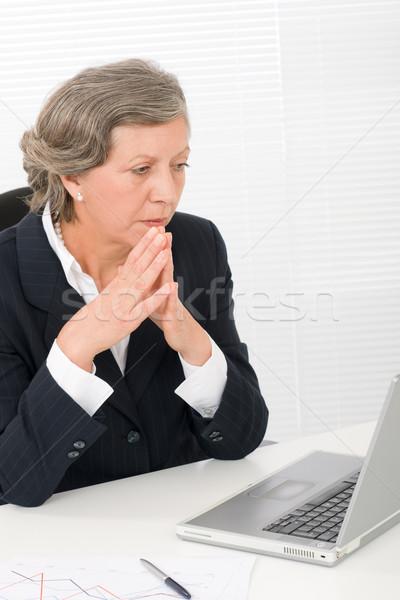 Senior imprenditrice guardare seriamente computer guardando Foto d'archivio © CandyboxPhoto