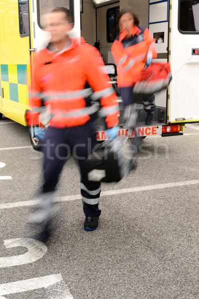 Verschwommen Sanitäter heraus Krankenwagen Auto springen Stock foto © CandyboxPhoto