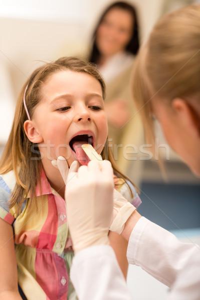 Pediatra ragazza gola lingua bambina Foto d'archivio © CandyboxPhoto