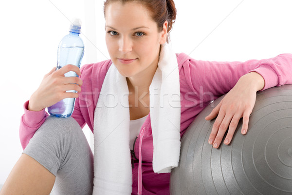 Fitness vrouw ontspannen veldfles bal oefening water Stockfoto © CandyboxPhoto