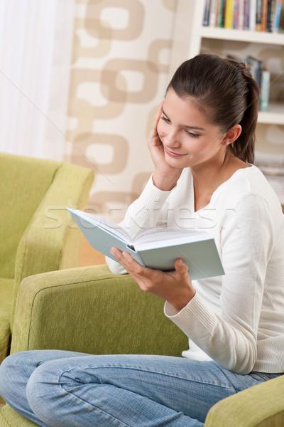 Studenten gelukkig tiener boek vergadering fauteuil Stockfoto © CandyboxPhoto