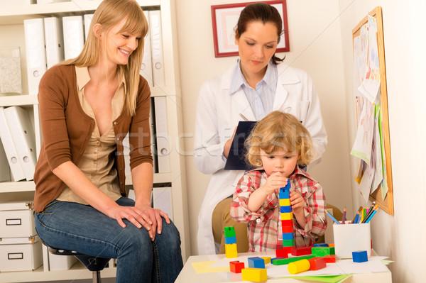Kinderarzt Mutter Tochter spielen Büro besuchen Stock foto © CandyboxPhoto