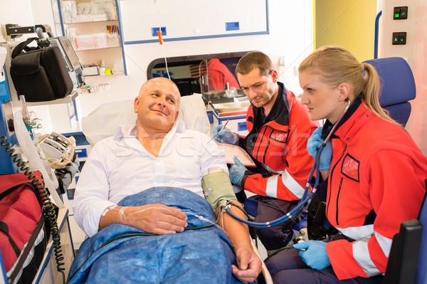 Paciente pulso emergencia coche ambulancia Foto stock © CandyboxPhoto
