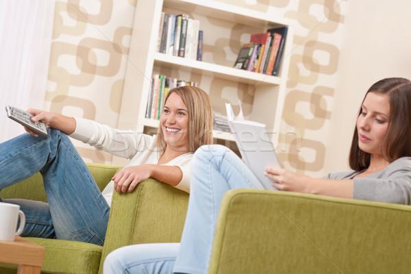 Studenti due femminile studente rilassante home Foto d'archivio © CandyboxPhoto