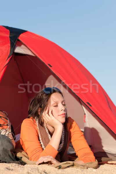 Kempingezés boldog nő pihen sátor tengerpart Stock fotó © CandyboxPhoto