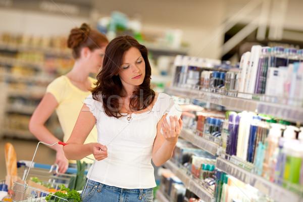 Warenkorb braune Haare Frau Kosmetik Abteilung halten Stock foto © CandyboxPhoto