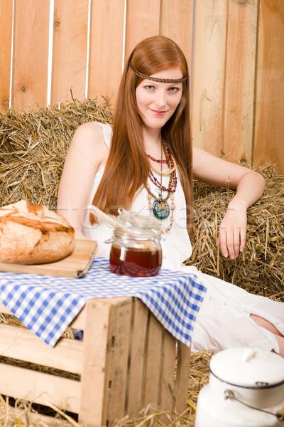 Hippi kadın kahvaltı ahır genç Stok fotoğraf © CandyboxPhoto