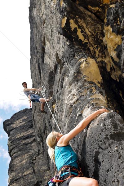 ストックフォト: 岩クライミング · 男性 · インストラクター · 女性 · ロープ · ホールド