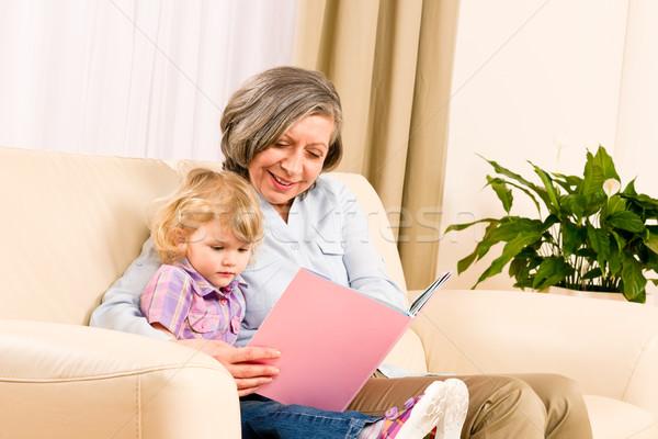 Stock foto: Großmutter · Enkelin · lesen · Buch · zusammen · kleines · Mädchen
