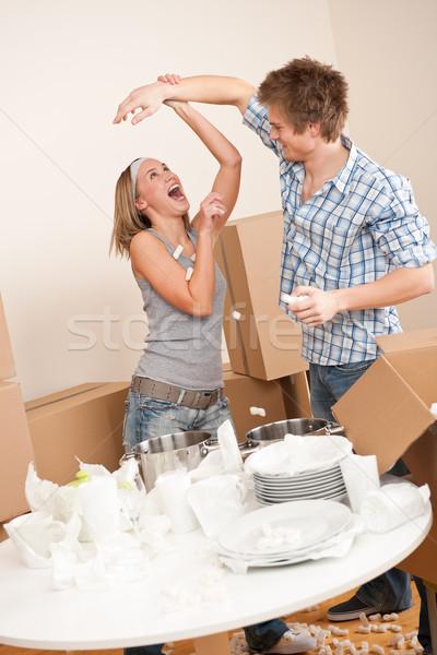 Költözés férfi nő szórakozás doboz konyha Stock fotó © CandyboxPhoto