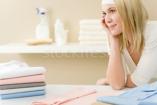 Wasserij strijken vrouw pauze huishoudelijk werk home Stockfoto © CandyboxPhoto