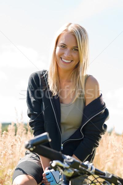 Mountain bike mulher jovem ensolarado feliz relaxar Foto stock © CandyboxPhoto