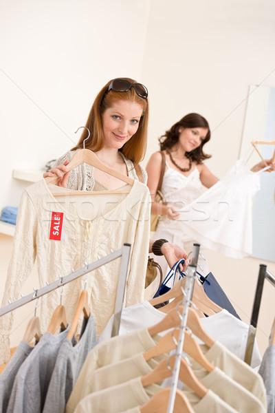 Stockfoto: Mode · winkelen · twee · gelukkig · vrouw · kiezen