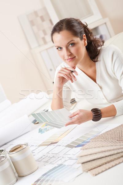 Jóvenes femenino decorador de interiores de trabajo oficina color Foto stock © CandyboxPhoto