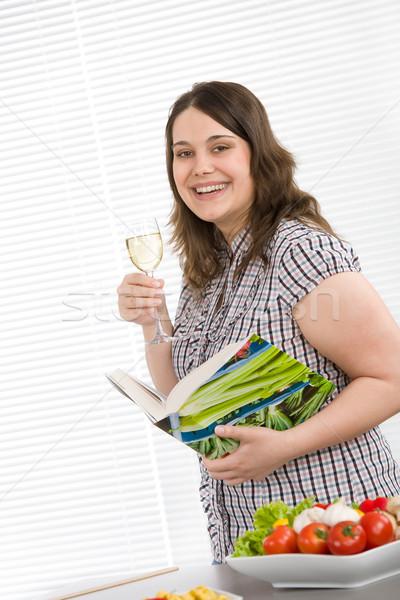 Pişirmek artı boyutu mutlu kadın yemek kitabı Stok fotoğraf © CandyboxPhoto
