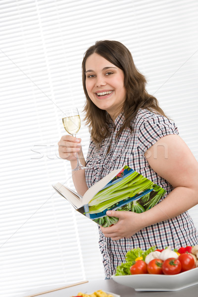 Cocinar feliz mujer libro de cocina Foto stock © CandyboxPhoto