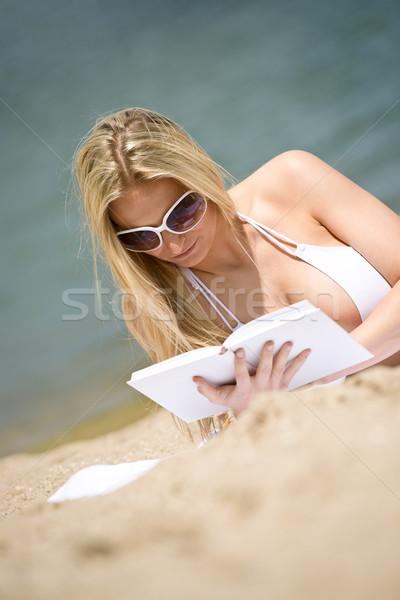 Stockfoto: Blond · vrouw · bikini · ontspannen · strand · boek