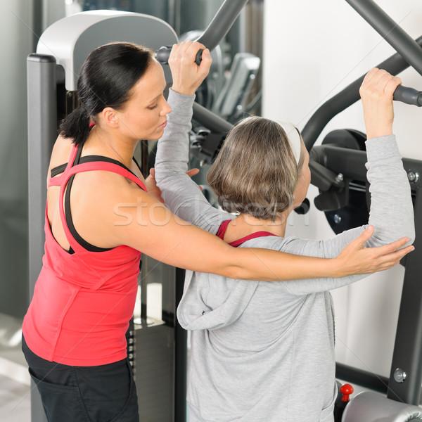 Zdjęcia stock: Fitness · centrum · trener · starszy · kobieta · wykonywania