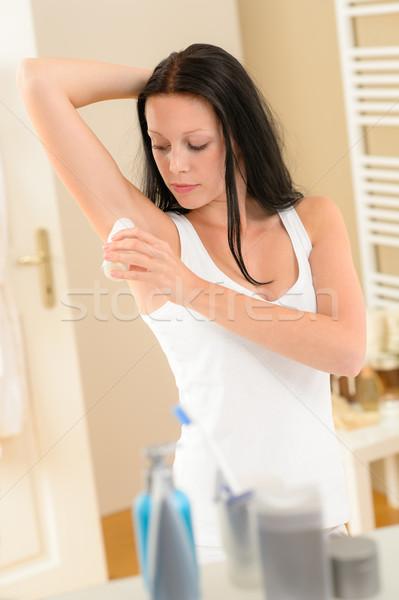 Mulher desodorante banheiro jovem morena Foto stock © CandyboxPhoto