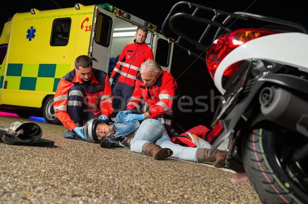 Foto stock: Ajuda · ferido · motocicleta · motorista · mulher