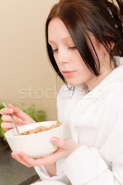 Stok fotoğraf: Genç · öğrenci · kız · yemek · tahıl · kahvaltı