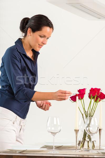 Kobieta oświetlenie Świeca jadalnia walentynki red roses Zdjęcia stock © CandyboxPhoto