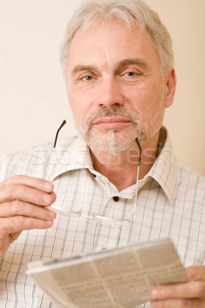 Foto stock: Senior · homem · maduro · óculos · jornal