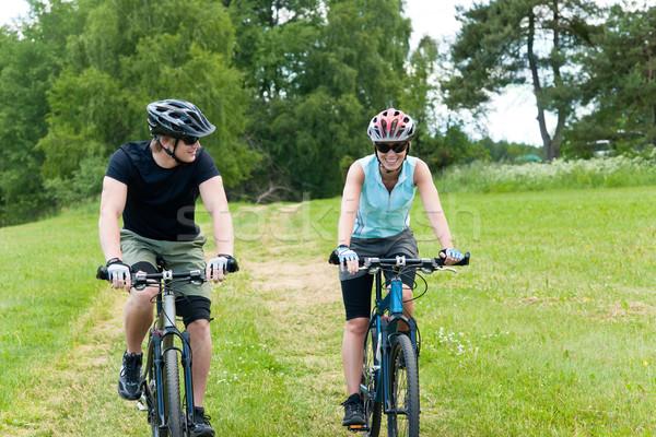 Spor mutlu çift binicilik bisikletler arkadaşlar Stok fotoğraf © CandyboxPhoto