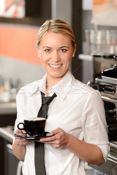 Stock fotó: Fiatal · mosolyog · pincérnő · csésze · kávé · pózol