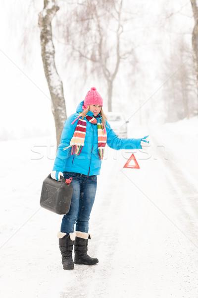 Mulher estrada neve alto lata carro Foto stock © CandyboxPhoto