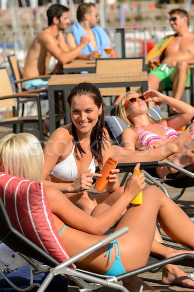 若い女性 日光浴 デッキチェア 夏 話し 女性 ストックフォト © CandyboxPhoto