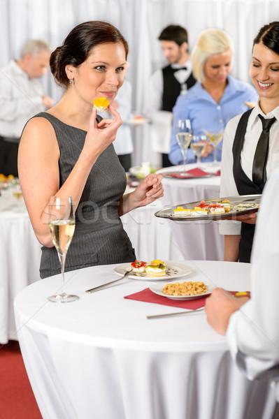 Zakenvrouw eten dessert catering dienst bedrijf Stockfoto © CandyboxPhoto