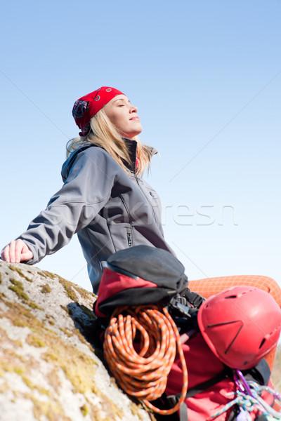 Aktív nő hegymászás pihen hátizsák fiatal nő Stock fotó © CandyboxPhoto