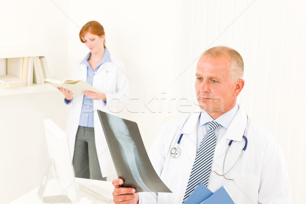 Сток-фото: медицинской · врач · команда · мужчины · посмотреть · Xray