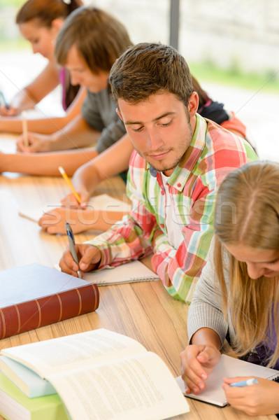 Középiskola diák kolléga kvíz tinédzserek tudományos Stock fotó © CandyboxPhoto