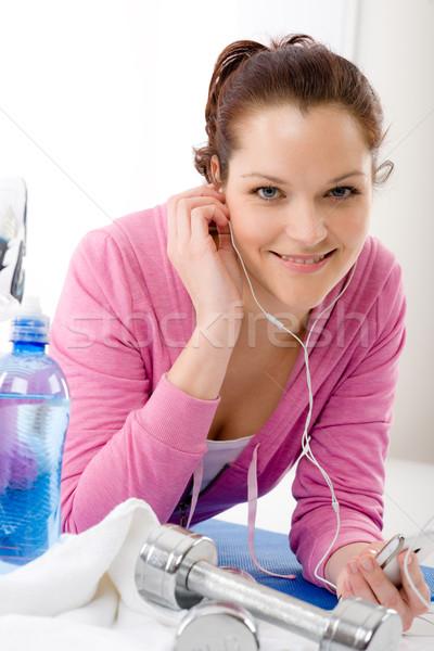 Fitness donna ascoltare musica mp3 relax palestra Foto d'archivio © CandyboxPhoto