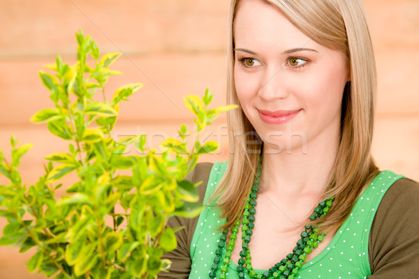 Foto stock: Retrato · feliz · mulher · manter · planta · primavera