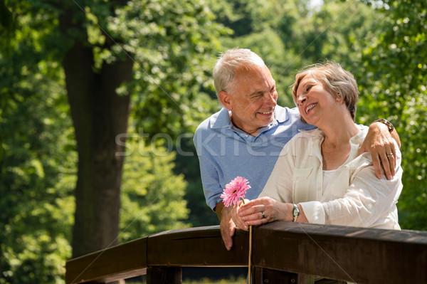 Nyugdíjas pár romantikus ölel park mosolyog Stock fotó © CandyboxPhoto