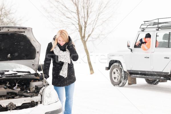 Donna guardando auto rotta neve uomo Foto d'archivio © CandyboxPhoto