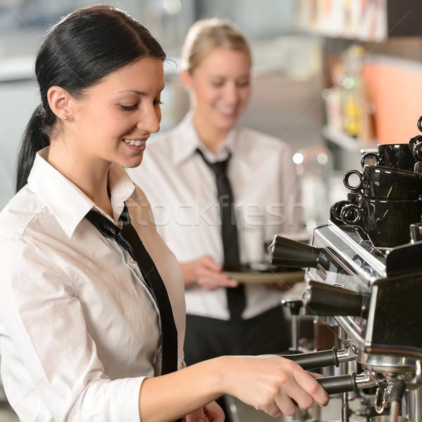 Vrouwelijke barista koffiezetapparaat machine blijde coffeeshop Stockfoto © CandyboxPhoto