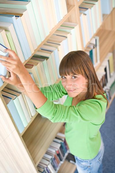 Photo stock: étudiant · bibliothèque · heureux · femme · recherche · livre