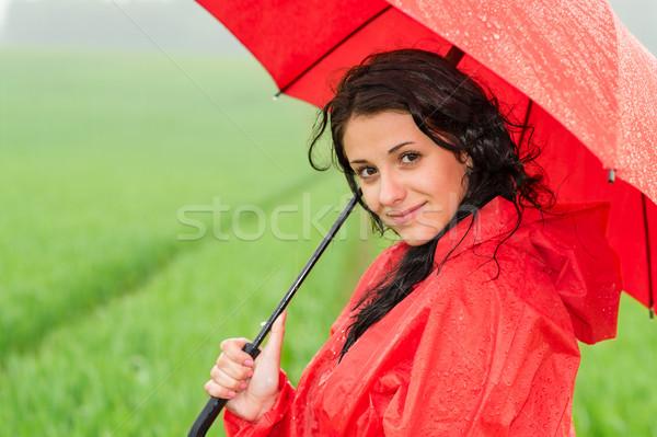 Donna sorridente guardando fotocamera precipitazioni posa ombrello Foto d'archivio © CandyboxPhoto