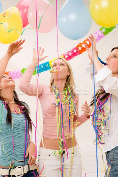 Stok fotoğraf: Doğum · günü · partisi · kutlama · dört · kadın · konfeti · eğlence