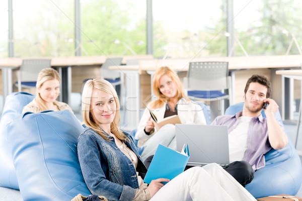 Foto d'archivio: Gruppo · giovani · studenti · liceo · liceo · Università