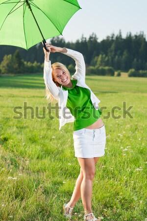 Jogging uruchomiony łące dziedzinie młodych Zdjęcia stock © CandyboxPhoto
