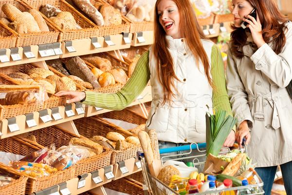 Foto stock: Mercearia · mulher · morena · inverno · escolher